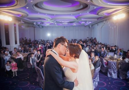 《新北婚攝》這個吻,足以代表幸福 / 新店豪鼎飯店