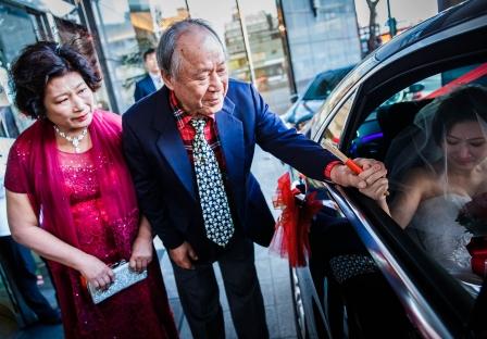 《台北婚攝》婚禮中的動人不捨時刻 / 台北花園大酒店