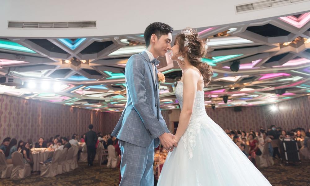 《台中婚攝》讓愛在此吻間瀰漫 / 中科大飯店