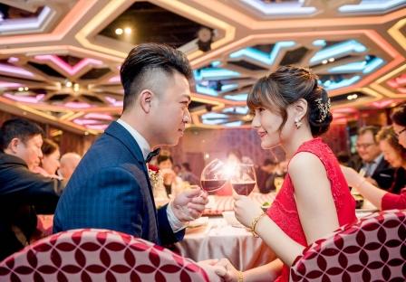 《台中婚攝》杯觥交错慶甜蜜 / 潮港城