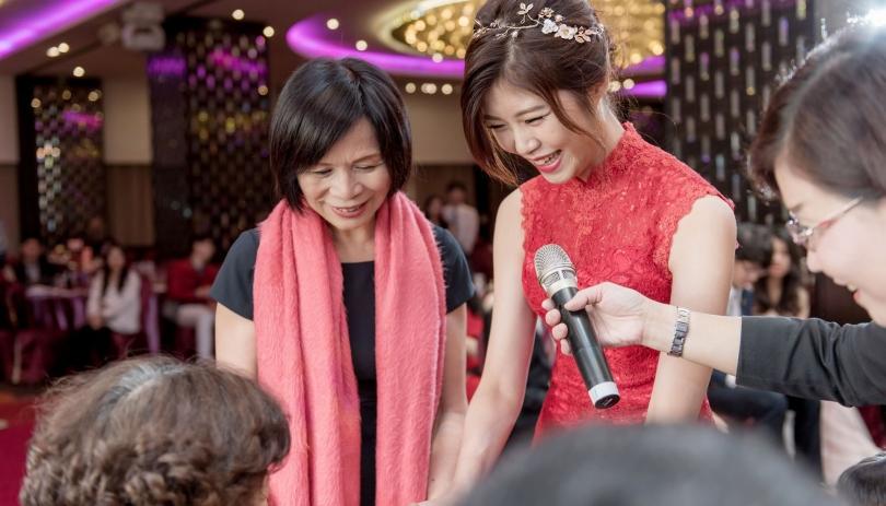 《台中婚攝》羞藏笑顏裡的幸福滋味 / 台中福華大飯店