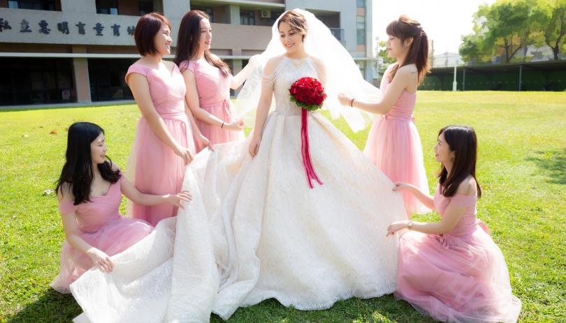 《台中婚攝》甜美時刻的姊妹情/ 星時代婚宴會館